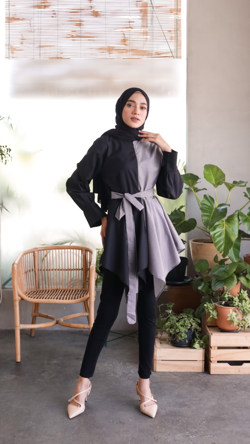 anya top gingham black