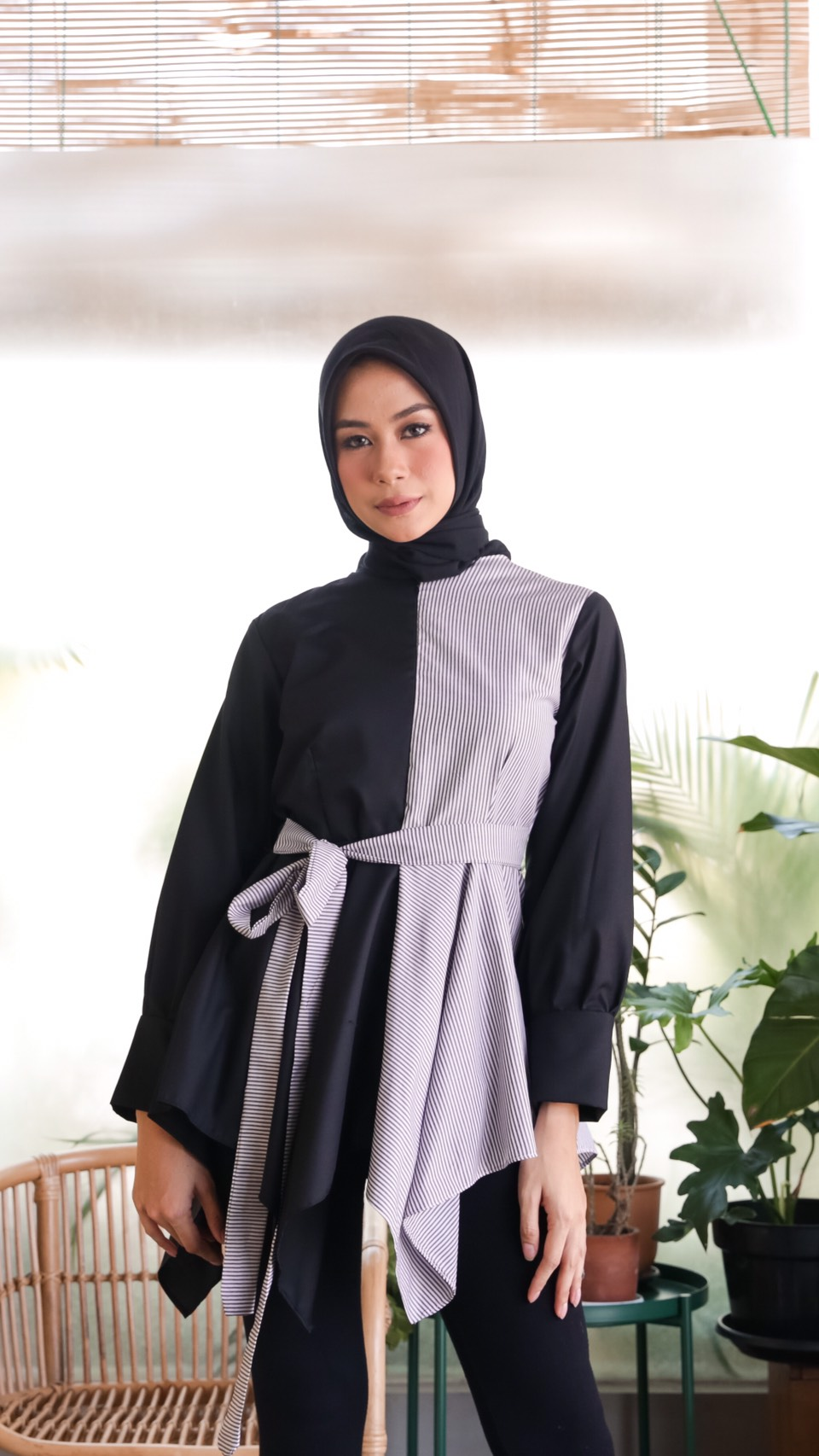 anya top stripe black